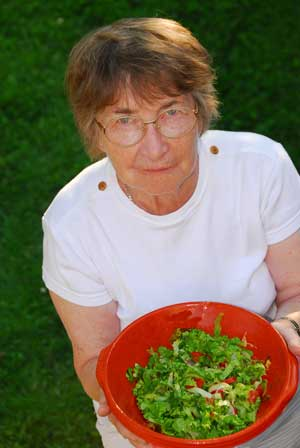 Do red dishes for dementia really help?